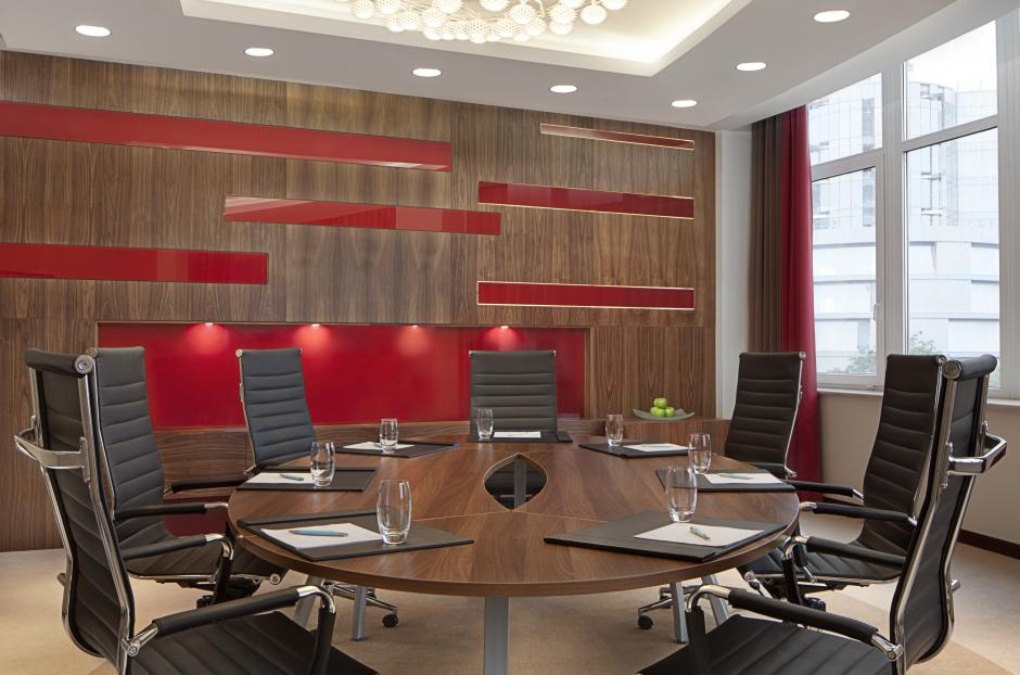 Natural daily sunlight will turn a meeting in the boardroom to a magic.